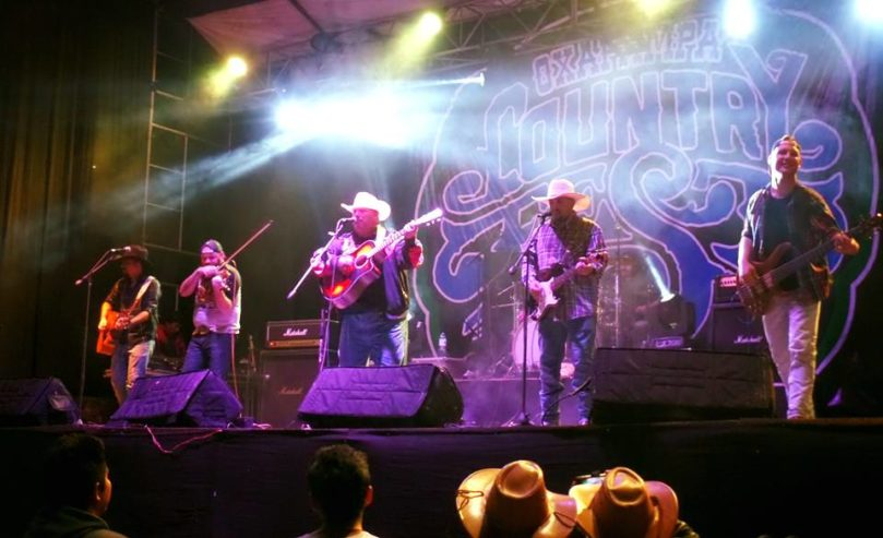 paraguayanzeiger.com-rtcl-auto-temp-2017-06-11-don-texas-hammer-at-oxapampa-country-fest-peru-1